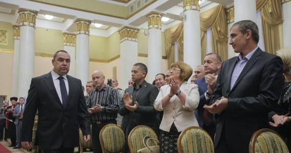 """Doradca prezydenta Rosji ds. polityki zagranicznej Jurij Uszakow oświadczył, że Moskwa nie uznaje wyników wyborów w Donieckiej Republice Ludowej (DRL) i Ługańskiej Republice Ludowej (ŁRL), dwóch zbuntowanych regionach na wschodzie Ukrainy. """"Oficjalne stanowisko Rosji zostało przedstawione w krótkim, ale pojemnym oświadczeniu MSZ wydanym po wyborach. Użyto tam słowa """"szanujemy"""""""" - oznajmił Uszakow, którego cytuje agencja Interfax."""