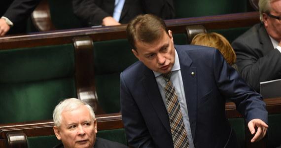 """""""Dobrze, że taki audyt zostanie przeprowadzony. Z tym, że ja nie mam zaufania do marszałka Sikorskiego, który ma taki audyt przeprowadzać"""" – powiedział reporterowi RMF FM szef klubu PiS Mariusz Błaszczak. O takim audycie mówił wcześniej wicemarszałek Sejmu Jerzy Wenderlich. To pokłosie """"madryckiej afery"""" w PiS. Jarosław Kaczyński zapowiedział dziś na antenie RMF FM, że będzie domagał się usunięcia z partii posłów: Hofmana, Kamińskiego i Rogackiego."""