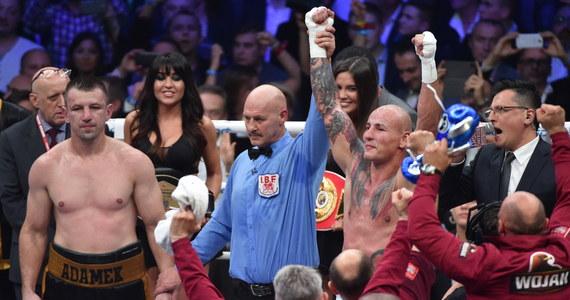 Artur Szpilka pokonał jednogłośnie na punkty Tomasza Adamka w walce bokserskiej w Arenie Kraków. Zawodnicy toczyli bój przez dziesięć rund.