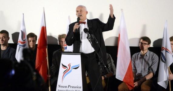 Nie wygramy tych wyborów, ale czas pracuje dla nas. Przyszłość należy do nas, dziś robimy mały krok - mówił Janusz Korwin-Mikke w podczas konwencji Kongresu Nowej Prawicy lider partii. Podkreślał, że siłą i szansą ugrupowania są ludzie młodzi, także ci, którzy obecnie mają 16, 17 lat.
