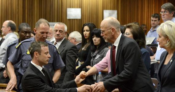 Na 9 grudnia zostało wyznaczone posiedzenie sądu w Pretorii w RPA, na którym zostaną rozpatrzone wnioski stron - obrony i prokuratury w sprawie wyroku na niepełnosprawnego lekkoatletę Oscara Pistoriusa. Sąd w Pretorii 21 października skazał go na pięć lat pozbawienia wolności za nieumyślne spowodowanie śmierci Reevy Steenkamp. Dodatkowo oskarżony otrzymał karę trzech lat, ale w zawieszeniu, za to, że wystrzelił z pistoletu w podłogę podczas pobytu w zatłoczonej restauracji.