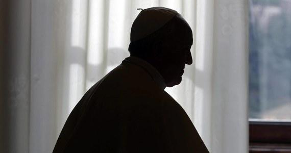 """W kazaniu podczas mszy w Domu świętej Marty papież Franciszek przestrzegł przed sianiem zgorszenia w Kościele, bo to - jak stwierdził - osłabia wiarę. Przypomniał, że styl życia duchowieństwa i wszystkich chrześcijan musi być skromny i """"nienaganny""""."""