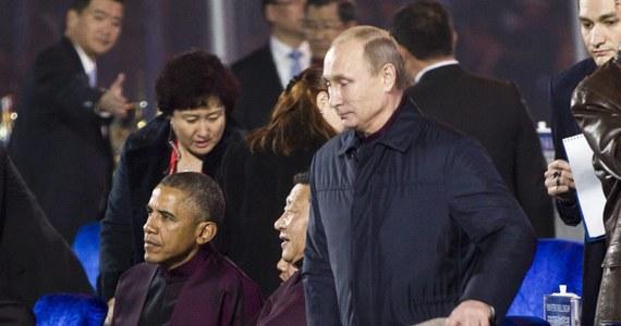 Przelotne i bez wymiany zdań - takie miało być pierwsze od czerwca spotkanie twarzą w twarz prezydentów USA i Rosji, Baracka Obamy i Władimira Putina. Tak przekazało źródło we władzach USA. Panowie spotkali się na szczycie organizacji APEC w Pekinie.