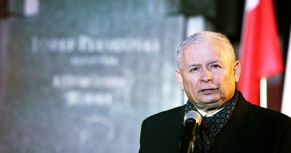 Nie ma przyszłości Polski bez godności i prawdy - mówił prezes PiS Jarosław Kaczyński podczas marszu upamiętniającego ofiary katastrofy smoleńskiej i rocznicę odzyskania niepodległości. Jak podkreślił, Polska trwale niepodległa musi być silna duchowo, materialnie i militarnie.