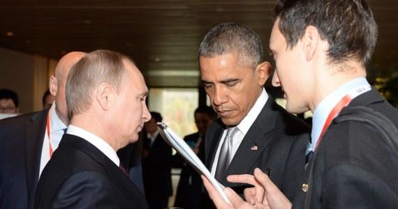 Rosyjski premier Władimir Putin trzy razy rozmawiał z Barackiem Obamą w Pekinie podczas szczytu państw Wspólnoty Gospodarczej Azji i Pacyfiku. To była jednak krótka wymiana zdań, a nie poważna debata.