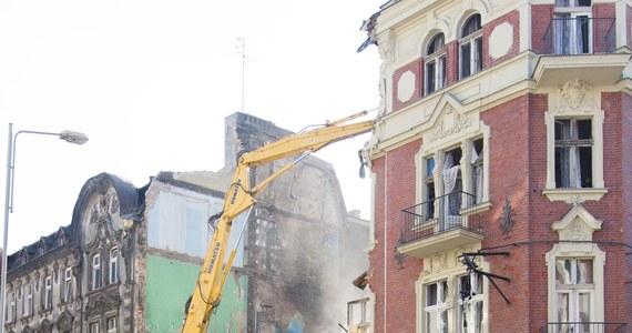 Zmarł mężczyzna poparzony w wybuchu gazu i pożarze kamienicy przy ul. Chopina w Katowicach. Jak dowiedziała się reporterka RMF FM Anna Kropaczek, przyczyną jego śmierci była niewydolność wielonarządowa. Mężczyzna miał oparzenia około 60 procent powierzchni ciała. To czwarta ofiara katastrofy.