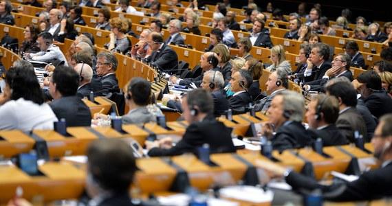 Parlament Europejski zgodził się na ratyfikację umowy stowarzyszeniowej między UE a Mołdawią. Podpisany 27 czerwca w Brukseli dokument przewiduje utworzenie strefy wolnego handlu między UE a Mołdawią, zobowiązuje też to państwo do przeprowadzenia reform mających na celu wdrażanie unijnych standardów. Za ratyfikacją głosowało 535 eurodeputowanych, przeciw było 94, a 44 wstrzymało się od głosu.