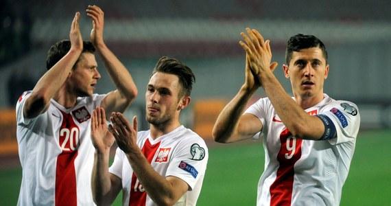 Polska wygrała z Gruzją 4:0 w eliminacjach do Euro 2016. Wszystkie gole padły w Tbilisi w drugiej połowie. Strzelili je Kamil Glik, Grzegorz Krychowiak, Sebastian Mila i Arkadiusz Milik. Biało-czerwoni dzięki temu zwycięstwu zakończą rok na pierwszym miejscu w grupie D.