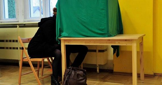 14.59 procent - tylu Polaków uprawnionych do głosowania poszło do urn do południa - poinformowała Centralna Komisja Wyborcza. W sumie doszło do 207 incydentów związanych m.in. naruszeniem ciszy wyborczej.