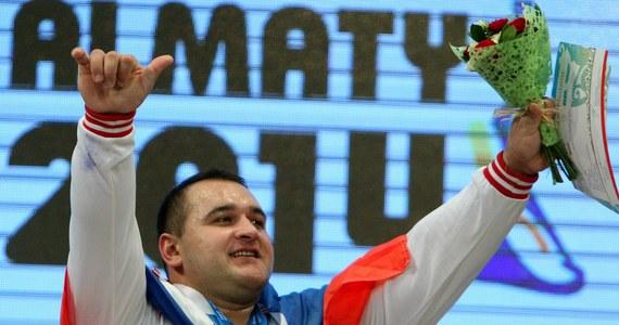 Rosjanin Rusłan Albegow uzyskał w dwuboju 462 kg (210+252) i zdobył złoty medal w kategorii +105 kg w mistrzostwach świata w podnoszeniu ciężarów w Ałmatach w Kazachstanie. Polacy w grupie A nie startowali.