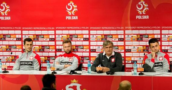 Piłkarskie reprezentacje Polski i Szwajcarii zmierzą się o godz. 20:45 we Wrocławiu w meczu towarzyskim. Selekcjoner Adam Nawałka zapowiedział, że chce wypróbować różnych ustawień taktycznych i dać szansę dotychczasowym rezerwowym.