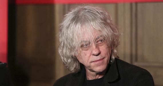 """Brytyjskie media pastwią się nad Bobem Geldofem. Po 30 latach nagrał on nowa wersje słynnego przeboju """"Do they Know It's Christmas"""". Wokół tej charytatywnej inicjatywy pojawiło sIę teraz mnóstwo pytań i wątpliwości."""