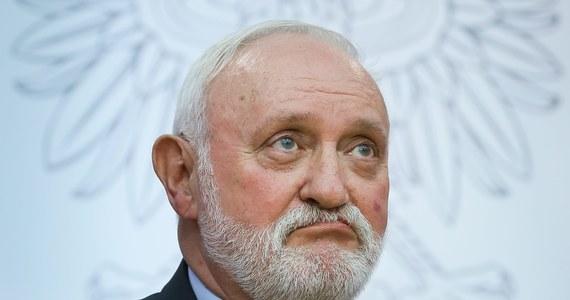 Do dymisji podał się szef Krajowego Biura Wyborczego Kazimierz Czaplicki. Została ona przyjęta przez przewodniczącego Państwowej Komisji Wyborczej Stefana Jaworskiego.