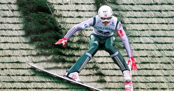 Norweski skoczek narciarski Phillip Sjoeen miał groźnie wyglądający upadek podczas treningu przed kwalifikacjami do pierwszego konkursu Pucharu Świata w Klingenthal. 18-latek skoczył bardzo daleko, ale po lądowaniu na 148. metrze upadł.