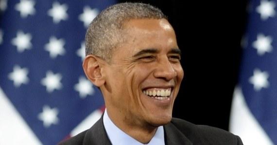 """Prezydent USA Barack Obama po cichu podpisał w ostatnich tygodniach rozporządzenie rozszerzające o część bojową misję sił amerykańskich w Afganistanie w 2015 roku - informuje """"New York Times"""". Według dziennika, amerykańscy żołnierze w przyszłym roku będą mogli podejmować działania zbrojne przeciwko talibom i innym ugrupowaniom zagrażającym siłom USA w Afganistanie lub tamtejszemu rządowi. Ponadto bombowce i drony USA będą miały prawo wesprzeć siły afgańskie w misjach bojowych."""