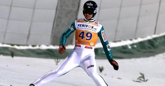 Nasi skoczkowie nie awansowali do finałowej serii drużynowego konkursu skoków narciarskich w niemieckim Klingenthal. Polacy zajęli dziewiąte miejsce. Do awansu zabrakło zaledwie 0,1 punktu. Rzutem na taśmę do drugiej serii przeszli Austriacy. Ostatecznie konkurs wygrali Niemcy przed Japonią i Norwegią.