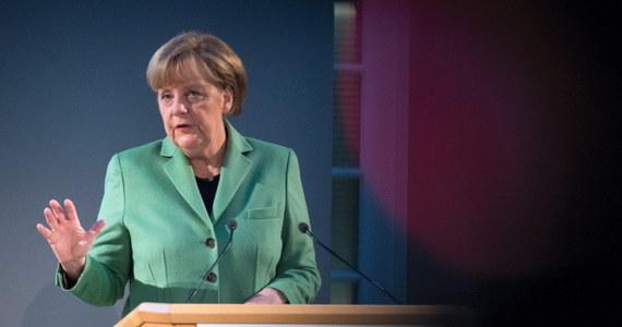 """""""Postępowanie Rosji jest kwestionowaniem ładu pokojowego w Europie i łamaniem prawa międzynarodowego"""" - powiedziała kanclerz Niemiec Angela Merkel w Bundestagu podczas debaty nad projektem ustawy budżetowej na rok 2015. Uznała, że sankcje ekonomiczne wobec Moskwy są nadal nieodzowne."""