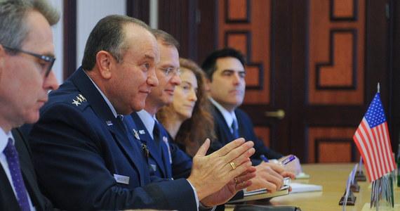 Naczelny dowódca sił NATO w Europie, amerykański generał Philip Breedlove oświadczył, że Sojusz niepokoi militaryzacja Krymu. Zaznaczył, jednak, że liczba wojsk rosyjskich na granicy z Ukrainą nie zmieniła się.