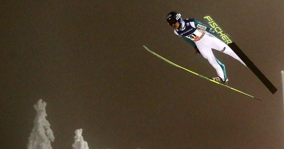 Simon Ammann wygrał konkurs Pucharu Świata w skokach narciarskich w fińskim Kuusamo. Szwajcar prowadził już po pierwszej serii, po skoku na 139,5 metra. W drugiej próbie poleciał o 2,5 metra dalej i zdeklasował rywali. Słabo spisali się Polacy. Punkty zdobył jedynie Piotr Żyła.