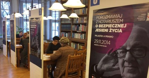 W sobotę w kilkunastu miastach Polski darmowych porad udzielali w notariusze. Dyżury pełnili w ramach Dnia Otwartego Notariatu. To piąta już edycja ogólnopolskiej akcji edukacyjnej, którą zorganizowała Krajowa Rada Notarialna.