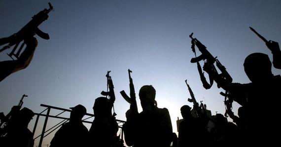 Państwo Islamskie dysponuje 40 kilogramami uranu - donoszą brytyjskie media. Powołują się na wpisy, jakie pojawiły się na Twitterze. Ich autorem jest brytyjski dżihadysta walczący w szeregach armii kalifatu.