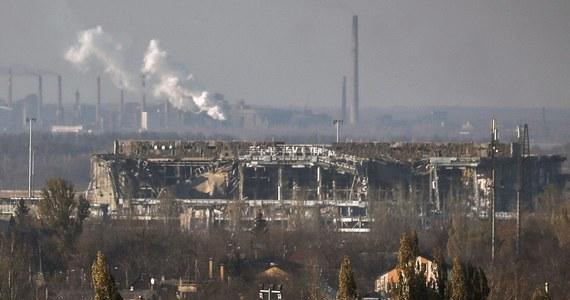 Ukraińska armia oskarżyła rosyjskie siły specjalne o udział w atakach na ważne ze strategicznego punktu widzenia lotnisko w Doniecku we wschodniej Ukrainie.