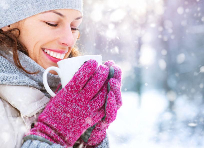 Jak ogrzać sobie ręce zimą? Jak ułatwić sobie pracę na smartfonie w mroźny zimowy dzień? Odpowiedzi na te pytania zna Kuba Klawiter, który pokazał gadżety przydatne w sytuacjach, gdy temperatura za oknem spada grubo poniżej zera.