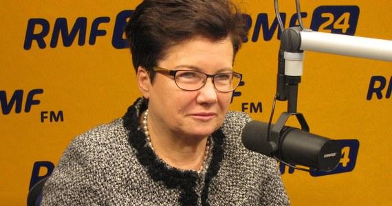 """""""To moja trzecia i ostatnia kadencja"""" - mówi prezydent Warszawy, Hanna Gronkiewicz-Waltz  w Kontrwywiadzie RMF FM. """"Myślę, że po 12 latach to jest dobry okres, żeby zmienić stolicę i dopuścić  inną wizję""""- dodaje. Ale deklaruje się jako przeciwniczka ustawowego ograniczenia kadencji samorządowców. """"Nigdzie nie ma takiego ograniczenia. Demokracja polega na tym, że można darzyć zaufaniem tych, którzy już długo są"""" - ocenia prezydent Warszawy."""