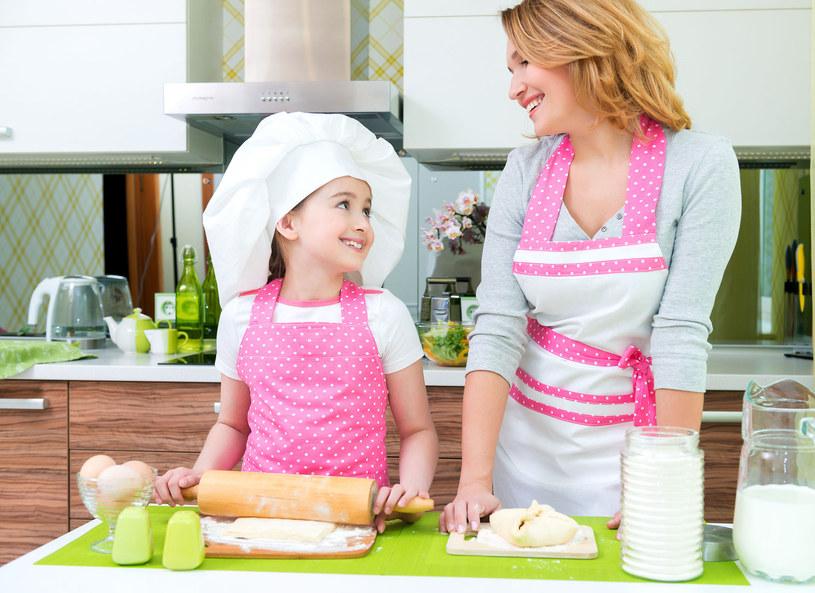 Jak się okazuje, w kuchni także można wyglądać modnie. Agnieszka Ratajczak pokazała oryginalne i kolorowe fartuchy, które sama zaprojektowała. W nich można gotować i podejmować gości. Skąd pomysł na taki biznes? Jak powstała kolekcja?