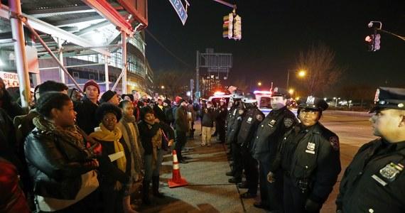 Przeprowadzone zostanie śledztwo federalne w sprawie okoliczności śmierci czarnoskórego Erica Garnera podczas zatrzymania przez nowojorską policję - informuje prokurator generalny USA Eric Holder.