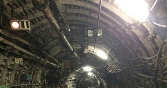 Dziś ostatnia barbórka w kopalni Kazimierz Juliusz w Sosnowcu. W przyszłym roku zakład ma być zamknięty. Jego likwidację planowano już we wrześniu, ale górnicy po kilkudniowym podziemnym strajku obronili wówczas kopalnię. Ostatnią czynną kopalnię w Zagłębiu uwiecznił na zdjęciach reporter RMF Marcin Buczek.