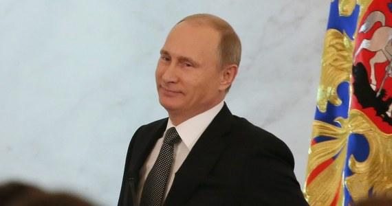"""Komentatorzy niemieckich gazet oceniają czwartkowe orędzie prezydenta Władimira Putina do narodu jako potwierdzenie opartej na rosyjskim nacjonalizmie dotychczasowej polityki konfrontacyjnej wobec Zachodu, co źle rokuje Europie Wschodniej. """"Putin wybrał kurs na konfrontację"""" - pisze """"Spiegel-Online"""", określając prezydenta Rosji żartobliwie mianem """"Dziadka Mroza""""."""