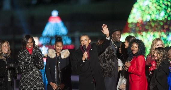 Prezydent Barack Obama uroczyście zapalił światełka na świątecznym drzewku, które stoi w pobliżu Białego Domu. Doroczne zapalenie lampek na tzw. Narodowej Choince odbyło się już po raz 92.