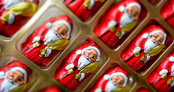 Na przygotowanie świąt Bożego Narodzenia Polacy wydadzą w tym roku średnio 824 złote. Za większość przedświątecznych zakupów zapłacimy gotówką - wynika z badania TNS Polska, przeprowadzonego na zlecenie Związku Banków Polskich.