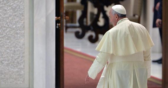 Jest reakcja rzecznika Watykanu na informacje o znalezionych w urzędach państwa setki milionów euro, które nie figurowały w budżecie. To nie są pieniądze nielegalne czy źle zarządzane - powiedział ks. Federico Lombardi.