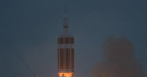 Po raz pierwszy od ponad 40 lat NASA wysłała w Kosmos statek przeznaczony do lotów załogowych. Rakieta Delta 4 Heavy wystartowała z przylądka Canaveral z kapsułą Orion, tym razem jeszcze bez załogi. Orion wodował na Pacyfiku po 4,5 godz.