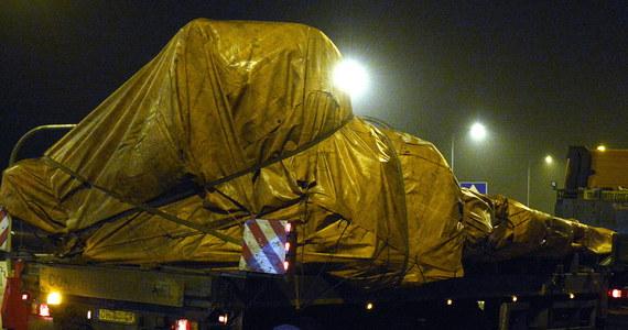 W nocy przez Polskę przejechał pierwszy z czterech konwojów przewożących szczątki malezyjskiego boeinga. Wrak samolotu zestrzelonego w lipcu nad Donbasem, jest przewożony z Ukrainy do Holandii, gdzie ma zostać poddany specjalistycznej analizie.