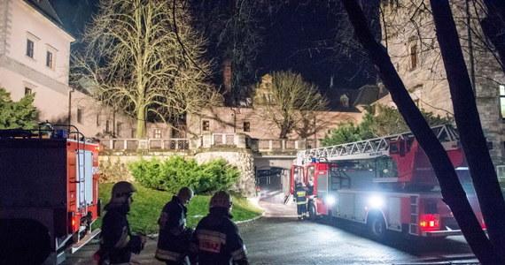 Groźny pożar zamku w Kliczkowie na Dolnym Śląsku. Zapaliło się tam najwyższe piętro i dach. Nie ma informacji, że ktoś mógł ucierpieć.