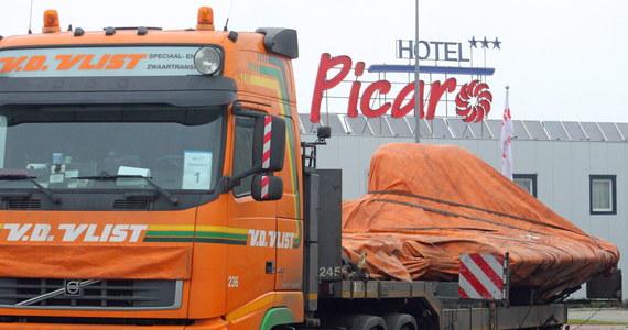 Dwa konwoje ze szczątkami malezyjskiego boeinga, zestrzelonego w lipcu nad Donieckiem, czekają na wjazd z Polski do Niemiec. Pierwszy konwój wjechał do Polski w sobotę nad ranem i w niedzielę miał już być w Niemczech. Transport uniemożliwił jednak wypadek, który zablokował trasę A4, którą poruszały się ciężarówki.