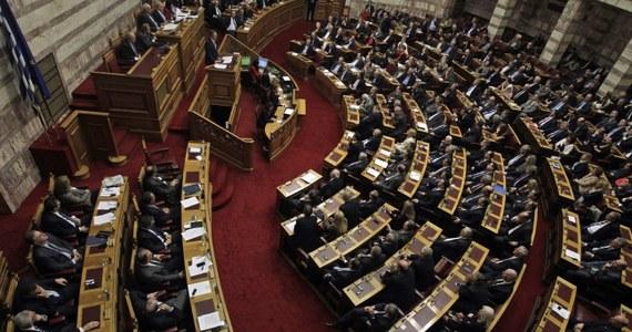 Parlament grecki uchwalił w nocy budżet na 2015 rok.  Zakłada on m. in. zmniejszenie deficytu i wzrost gospodarczy na poziomie 2,9 proc. Eksperci oceniają jednak, że Grecję czekają trudne negocjacje z kredytodawcami.