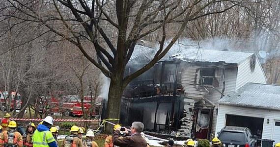 Niewielki prywatny samolot rozbił się na przedmieściach Waszyngtonu. Maszyna uderzyła w budynek. W wypadku zginęło trzech pasażerów oraz troje mieszkańców domu.