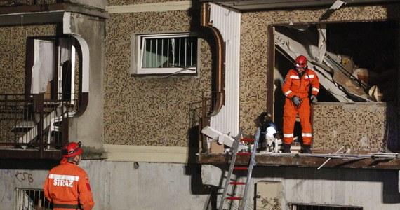 Część bloku zniszczona dwa tygodnie temu na skutek wybuchu gazu w Bytomiu nie nadaje się do remontu i musi zostać rozebrana. To już pewne. Co więcej, rozbiórka jest pilna. Tymczasem poszkodowane rodziny w większości wciąż nie wiedzą, gdzie będą mieszkać. Na razie 20 osób przebywa w hostelu.