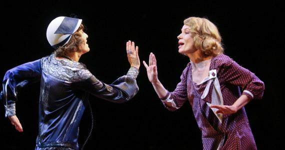 """Premiera """"Upadłych aniołów"""" Noela Cowarda w reżyserii Krystyny Jandy - komedii o przyjaciółkach, kobietach z wyższych sfer, zamieszanych w romans z tym samym mężczyzną - odbędzie się 17 grudnia w warszawskim Och-Teatrze."""