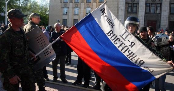 Senat USA przyjął jednogłośnie ustawę, w której zwraca się do administracji prezydenta Baracka Obamy o zaostrzenie sankcji wobec Rosji. W tym samym dokumencie apeluje o dostarczenie Ukrainie pomocy, w tym wojskowej.