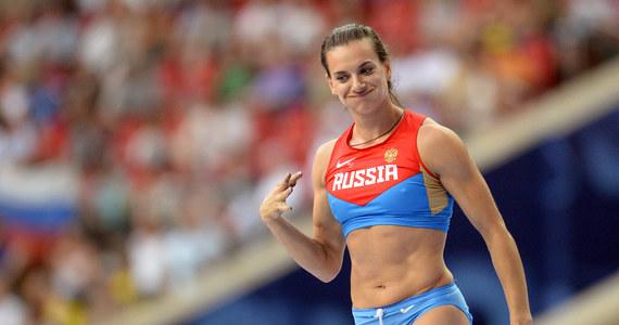 """Dwukrotna mistrzyni olimpijska w skoku o tyczce Jelena Isinbajewa wyszła za mąż za oszczepnika Nikitę Pietinowa, z którym ma półroczną córeczkę. Para stanęła na ślubnym kobiercu w rodzinnym mieście """"carycy tyczki"""" Wołgogradzie."""
