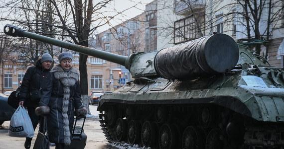 Ukraina jest zadowolona z przyjętej dzień wcześniej przez amerykański Kongres ustawy, wzywającej prezydenta Baracka Obamę do zaostrzenia sankcji wobec Rosji i udzielenia Ukrainie pomocy wojskowej. Kijów chce także, aby UE nałożyła na Rosję nowe sankcje.