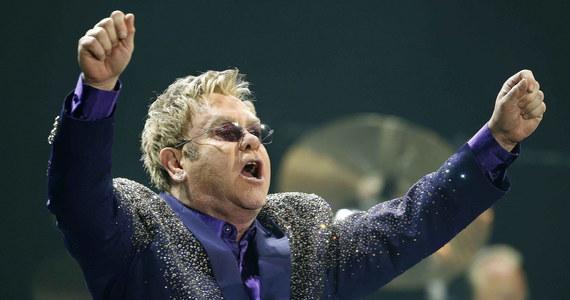 Legendarny muzyk i kompozytor Elton John ma powód do dumy. Jego imieniem została nazwana nowa część stadionu - trybuna honorowa Watford, klubu, którego fanem Anglik jest od dzieciństwa.