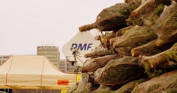 Nasze choinkowe tournée RMF FM zawitało w czwartek do Warszawy. Mieszkańcy mogli nie tylko odebrać drzewko, ale także wziąć udział w kolędowym karaoke. Wybraliśmy trzy najlepsze - naszym zdaniem - wykonania. Teraz Wy musicie zdecydować, kto wejdzie do Wielkiego Finału.
