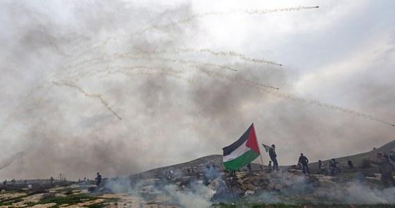 Izraelskie samoloty zbombardowały w nocy cele Hamasu w południowej cześć Strefy Gazy. To odpowiedź na rakietę odpaloną ze Strefy na terytorium Izraela - poinformował izraelski rzecznik wojskowy.