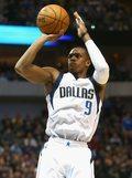 NBA - Wyższe ceny biletów na mecz Boston z Dallas z powodu Rondo
